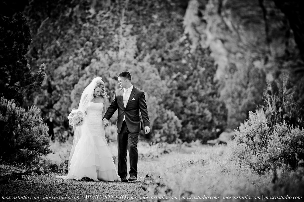 0539-MoscaStudio-Smith-Rock-State-Park-Bend-Wedding-20150620-SOCIALMEDIA.jpg