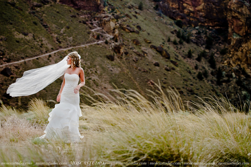 0552-MoscaStudio-Smith-Rock-State-Park-Bend-Wedding-20150620-SOCIALMEDIA.jpg