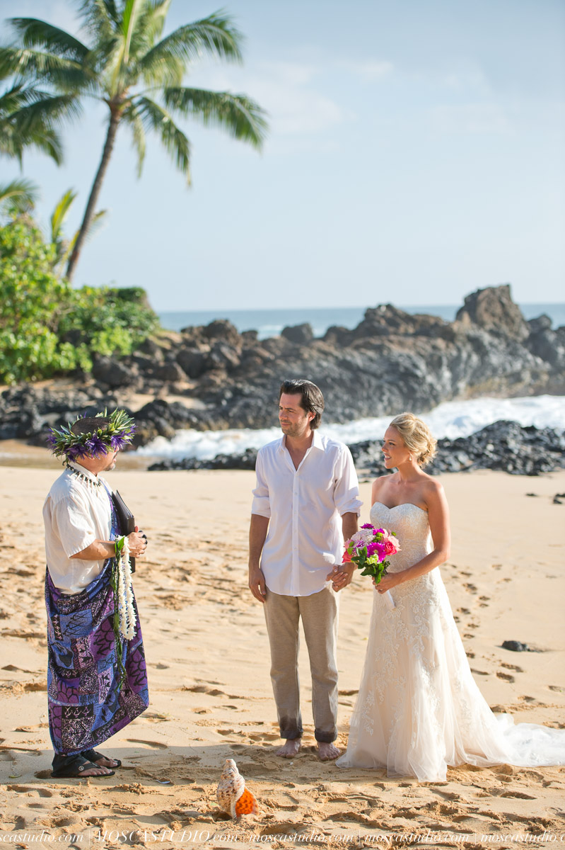 00123-MoscaStudio-AprilRyan-Maui-Hawaii-Wedding-Photography-20151009-SOCIALMEDIA.jpg