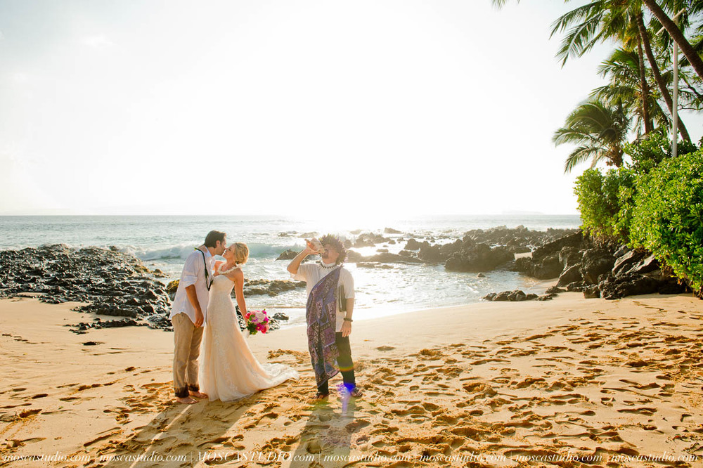 00374-MoscaStudio-AprilRyan-Maui-Hawaii-Wedding-Photography-20151009-SOCIALMEDIA.jpg