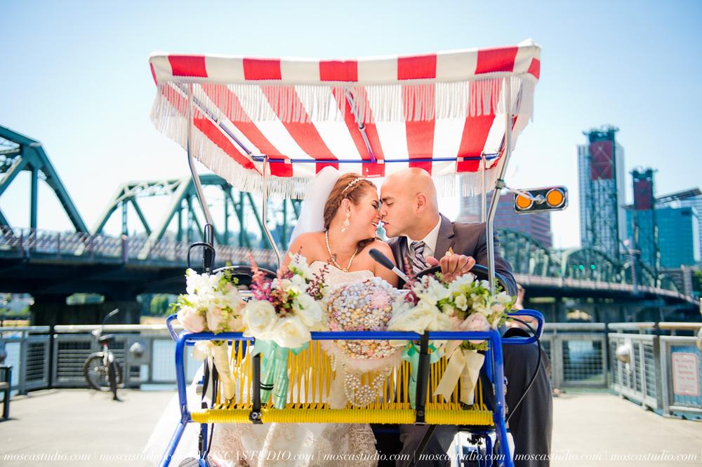1115-MoscaStudio-Mt-Hood-Bed-and-Breakfast-Wedding-Photography-20150718-SOCIALMEDIA.jpg