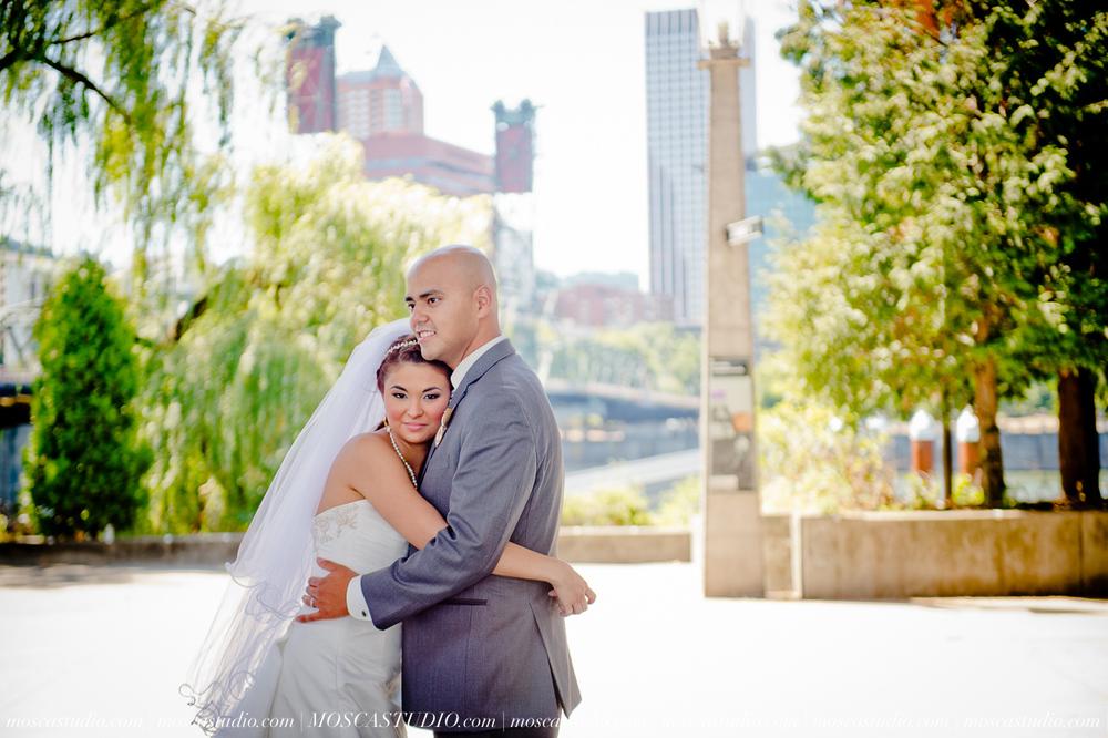 1163-MoscaStudio-Mt-Hood-Bed-and-Breakfast-Wedding-Photography-20150718-SOCIALMEDIA.jpg