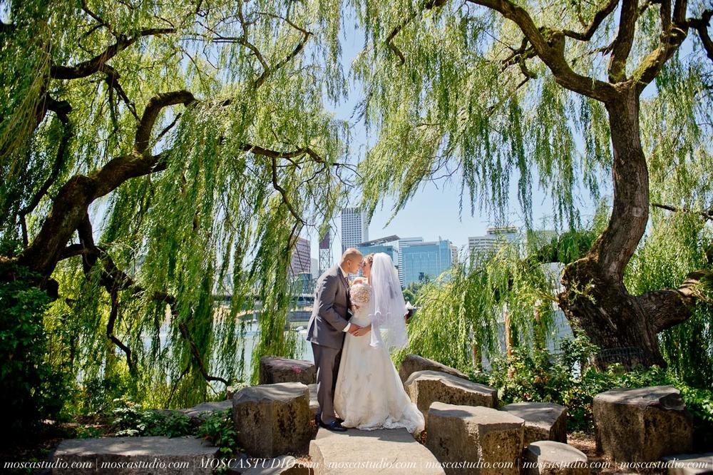 1150-MoscaStudio-Mt-Hood-Bed-and-Breakfast-Wedding-Photography-20150718-SOCIALMEDIA.jpg