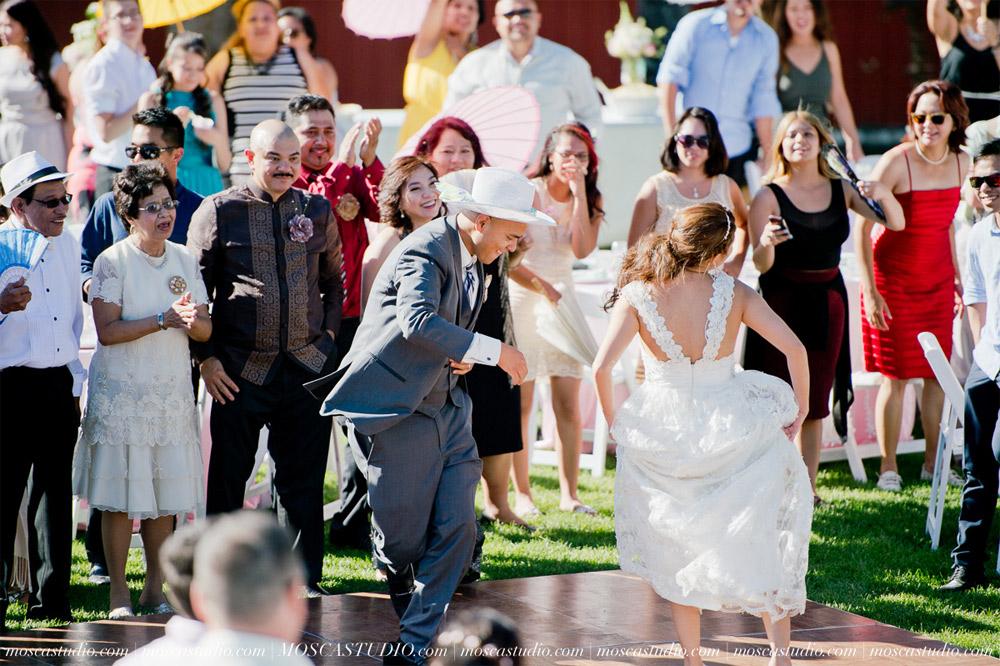 1365-MoscaStudio-Mt-Hood-Bed-and-Breakfast-Wedding-Photography-20150718-SOCIALMEDIA.jpg