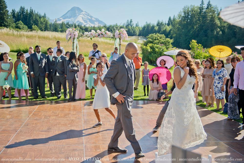 1366-MoscaStudio-Mt-Hood-Bed-and-Breakfast-Wedding-Photography-20150718-SOCIALMEDIA.jpg