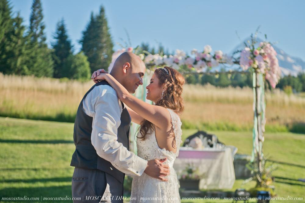 1665-MoscaStudio-Mt-Hood-Bed-and-Breakfast-Wedding-Photography-20150718-SOCIALMEDIA.jpg
