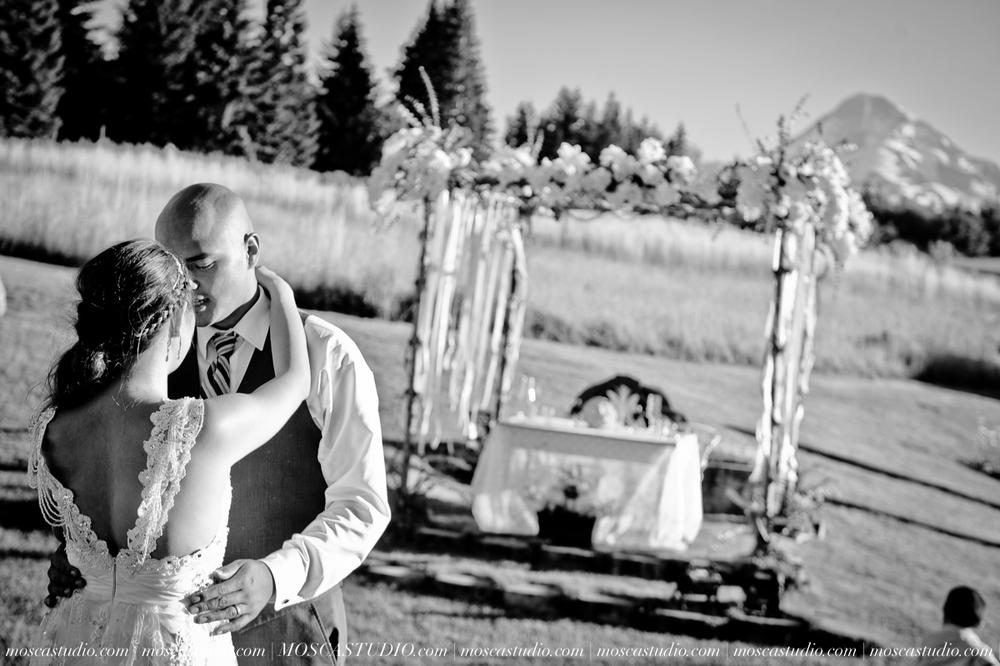 1635-MoscaStudio-Mt-Hood-Bed-and-Breakfast-Wedding-Photography-20150718-SOCIALMEDIA.jpg