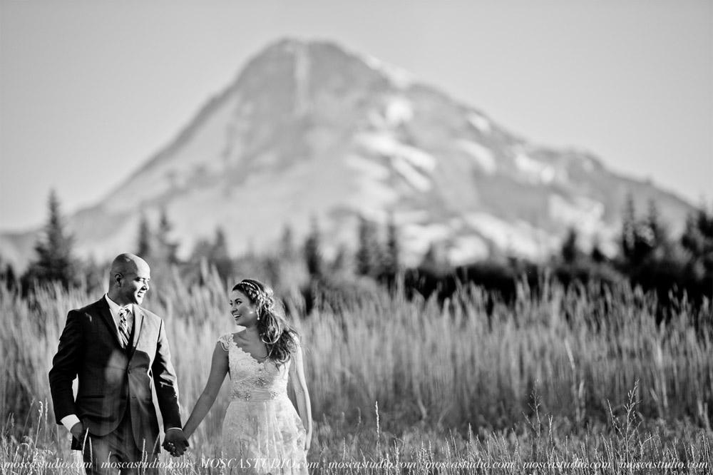 1831-MoscaStudio-Mt-Hood-Bed-and-Breakfast-Wedding-Photography-20150718-SOCIALMEDIA.jpg