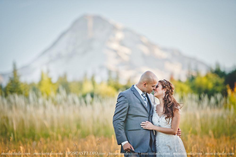 1832-MoscaStudio-Mt-Hood-Bed-and-Breakfast-Wedding-Photography-20150718-SOCIALMEDIA.jpg