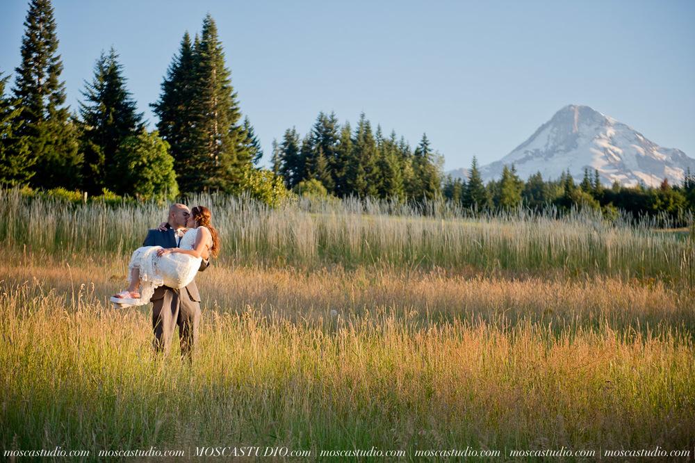 1850-MoscaStudio-Mt-Hood-Bed-and-Breakfast-Wedding-Photography-20150718-SOCIALMEDIA.jpg