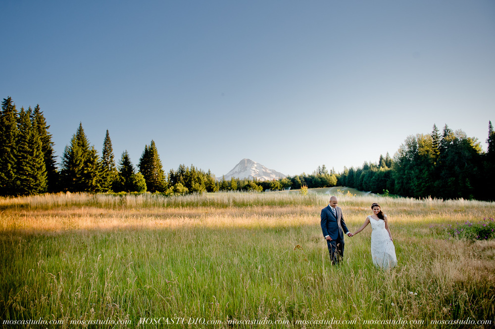 1881-MoscaStudio-Mt-Hood-Bed-and-Breakfast-Wedding-Photography-20150718-SOCIALMEDIA.jpg