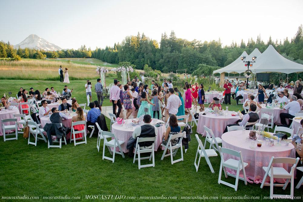 1901-MoscaStudio-Mt-Hood-Bed-and-Breakfast-Wedding-Photography-20150718-SOCIALMEDIA.jpg