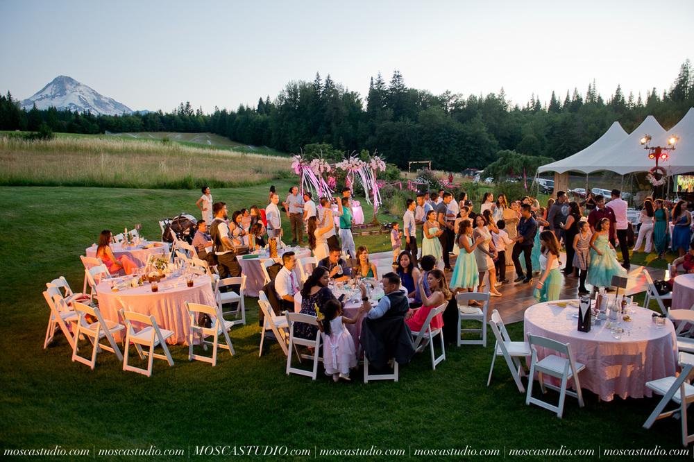 2030-MoscaStudio-Mt-Hood-Bed-and-Breakfast-Wedding-Photography-20150718-SOCIALMEDIA.jpg