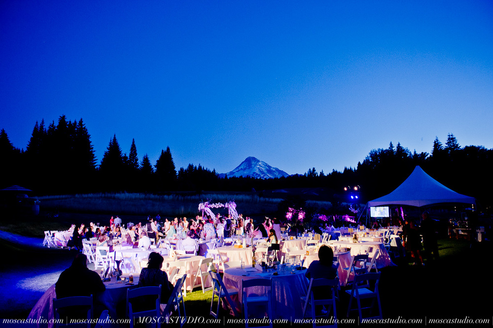 2049-MoscaStudio-Mt-Hood-Bed-and-Breakfast-Wedding-Photography-20150718-SOCIALMEDIA.jpg