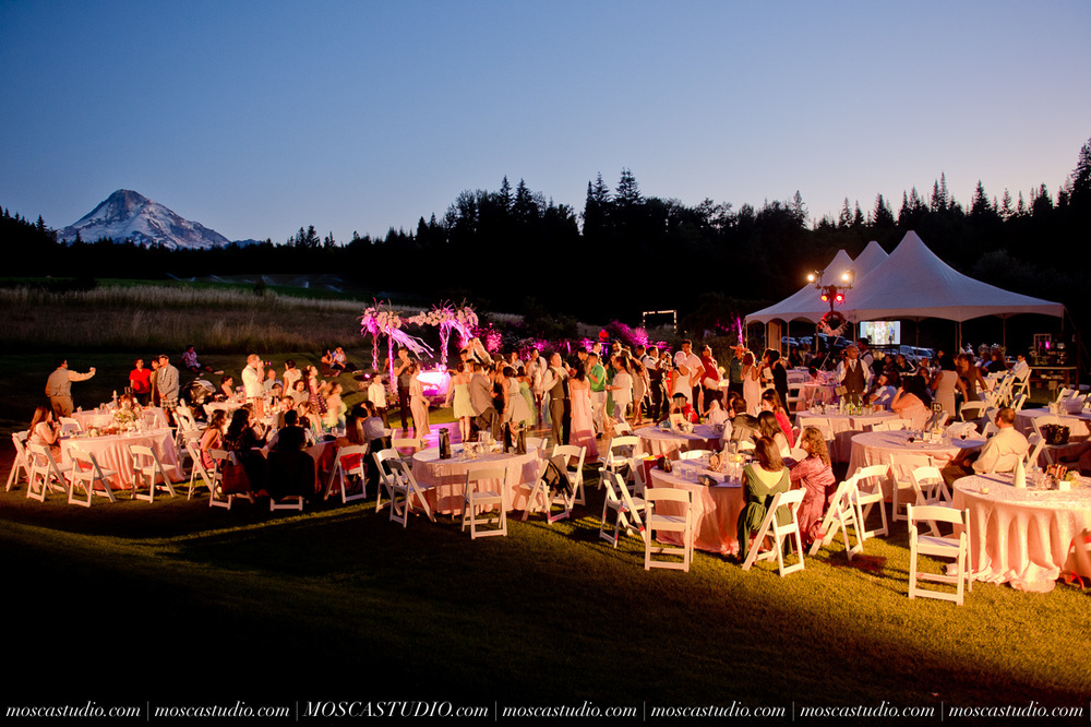2044-MoscaStudio-Mt-Hood-Bed-and-Breakfast-Wedding-Photography-20150718-SOCIALMEDIA.jpg