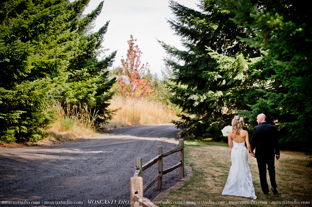7469-MoscaStudio-Gorge-Crest-Vineyard-Wedding-Photography-20150801-SOCIALMEDIA.jpg