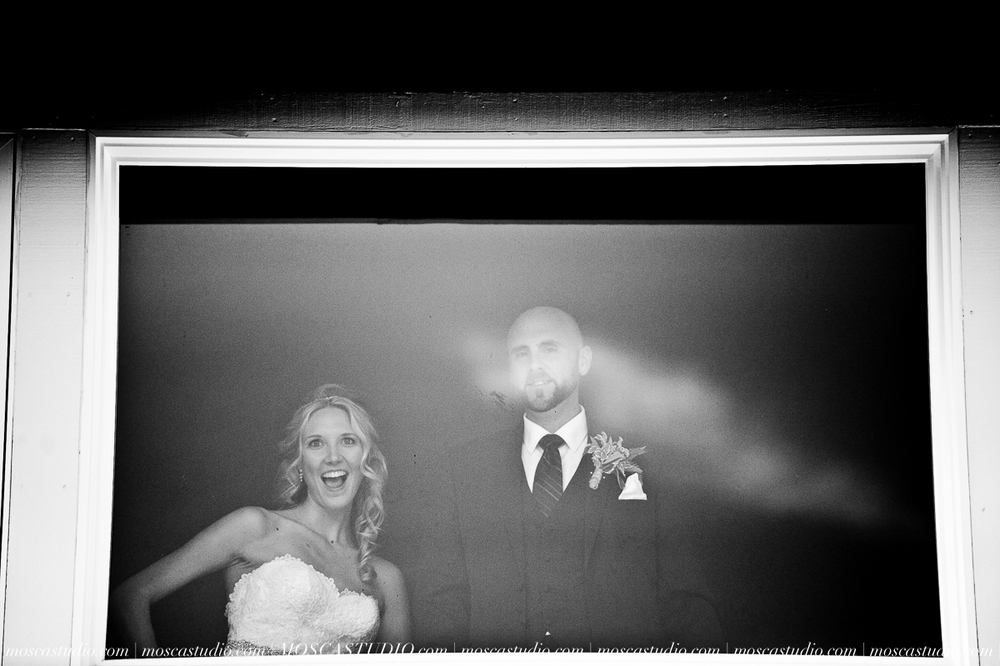 8092-MoscaStudio-Gorge-Crest-Vineyard-Wedding-Photography-20150801-SOCIALMEDIA.jpg