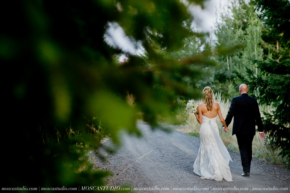 8346-MoscaStudio-Gorge-Crest-Vineyard-Wedding-Photography-20150801-SOCIALMEDIA.jpg