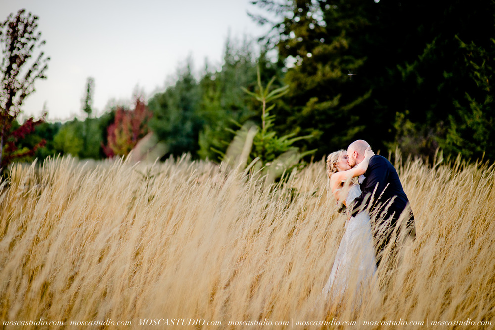 8379-MoscaStudio-Gorge-Crest-Vineyard-Wedding-Photography-20150801-SOCIALMEDIA.jpg