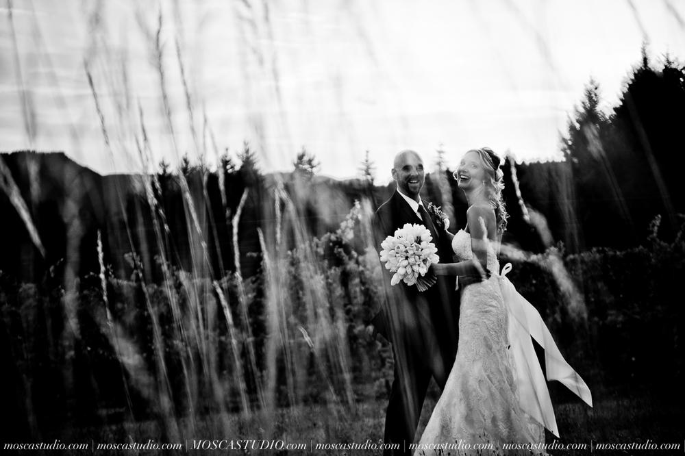 8393-MoscaStudio-Gorge-Crest-Vineyard-Wedding-Photography-20150801-SOCIALMEDIA.jpg