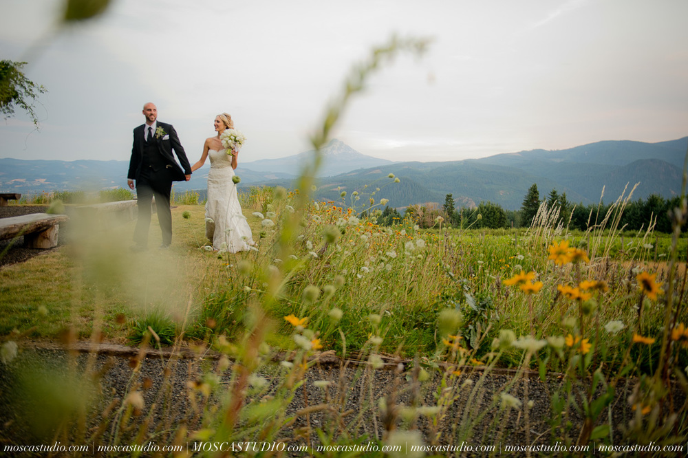 8418-MoscaStudio-Gorge-Crest-Vineyard-Wedding-Photography-20150801-SOCIALMEDIA.jpg