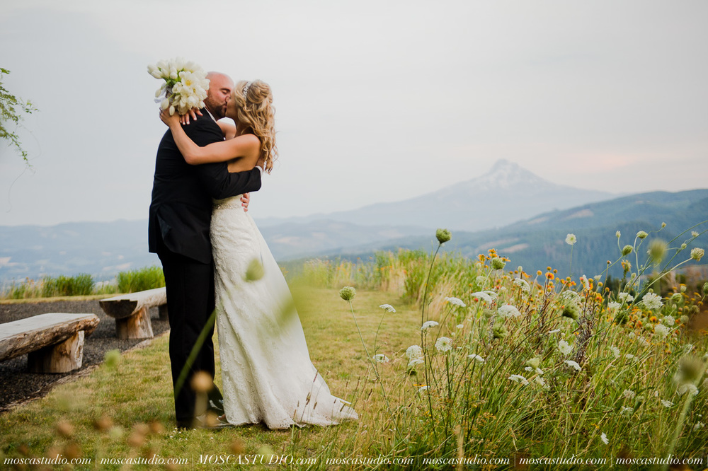 8419-MoscaStudio-Gorge-Crest-Vineyard-Wedding-Photography-20150801-SOCIALMEDIA.jpg