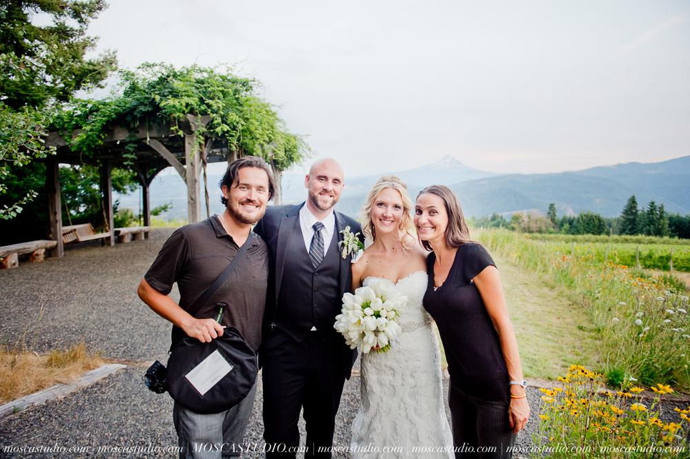 8500-MoscaStudio-Gorge-Crest-Vineyard-Wedding-Photography-20150801-SOCIALMEDIA.jpg