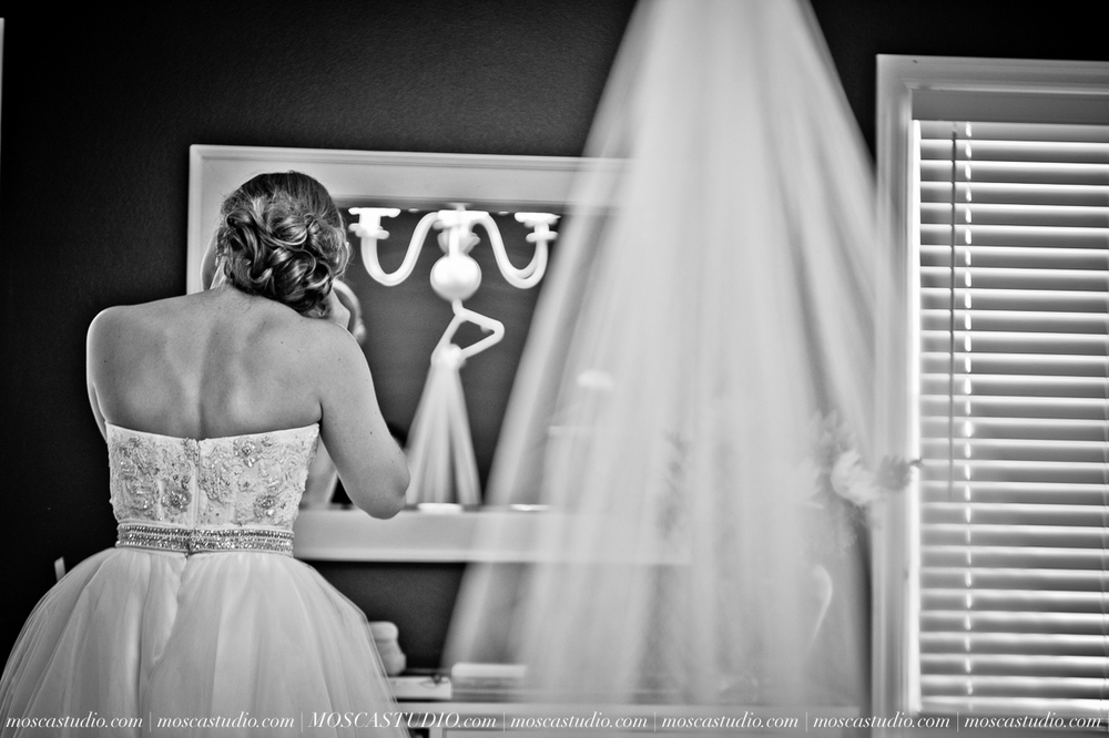 0006-MoscaStudio-Portland-Wedding-Photography-20150808-SOCIALMEDIA.jpg