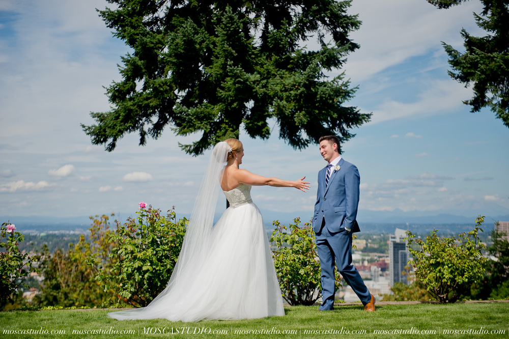 0020-MoscaStudio-Portland-Wedding-Photography-20150808-SOCIALMEDIA.jpg