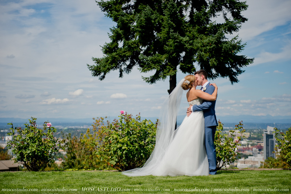 0021-MoscaStudio-Portland-Wedding-Photography-20150808-SOCIALMEDIA.jpg