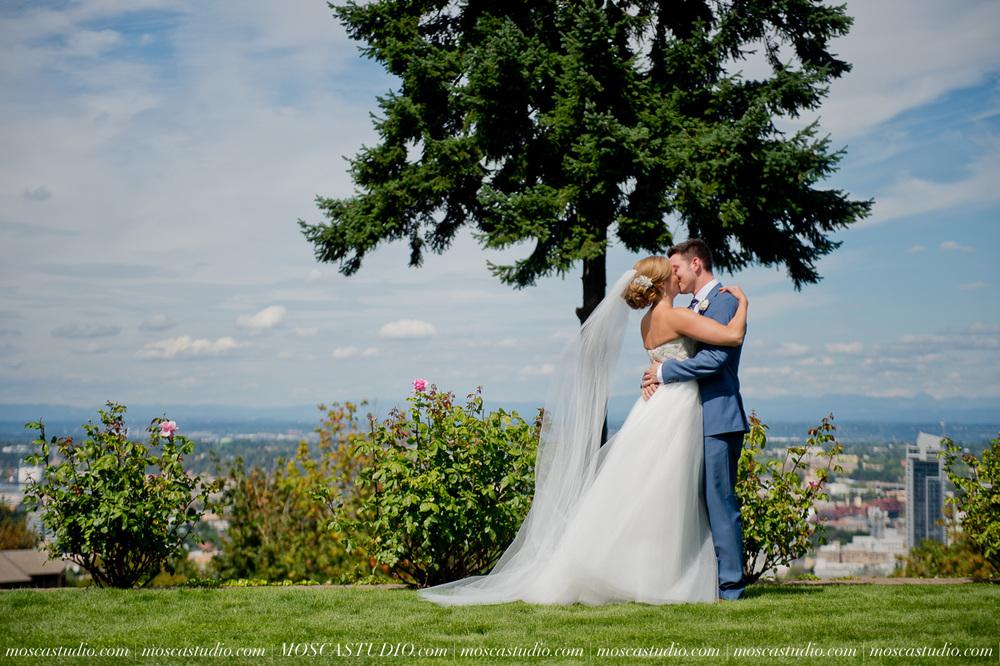0021-MoscaStudio-Portland-Wedding-Photography-20150808-SOCIALMEDIA.jpg