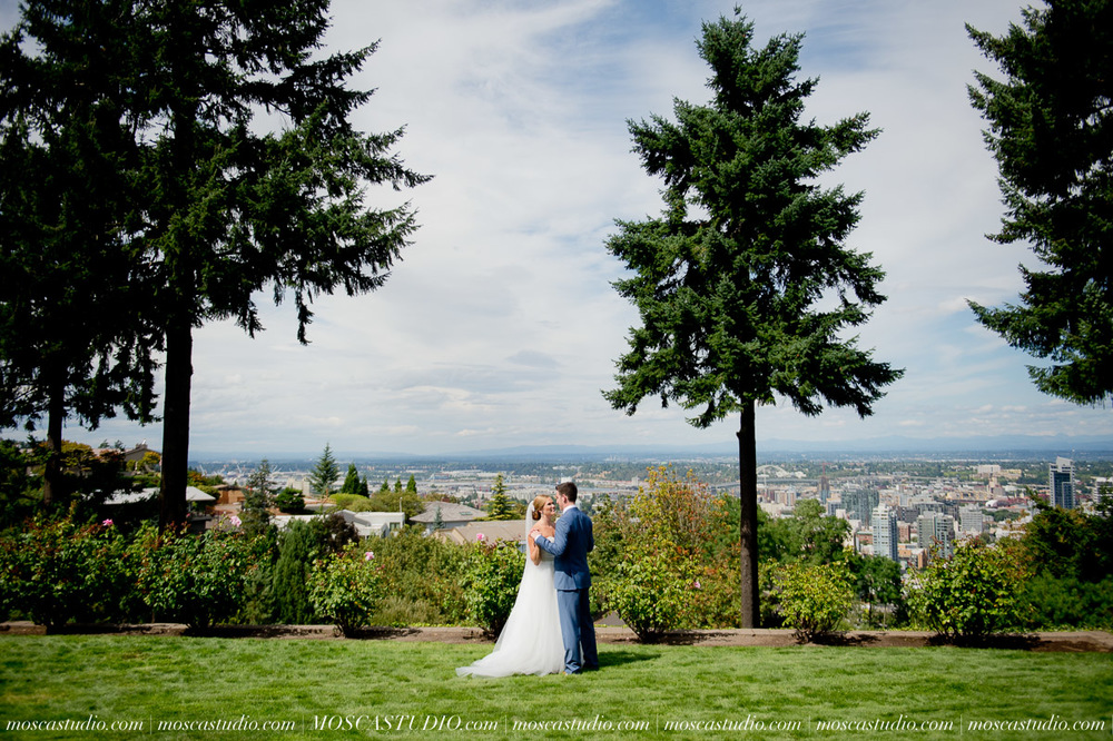 0027-MoscaStudio-Portland-Wedding-Photography-20150808-SOCIALMEDIA.jpg