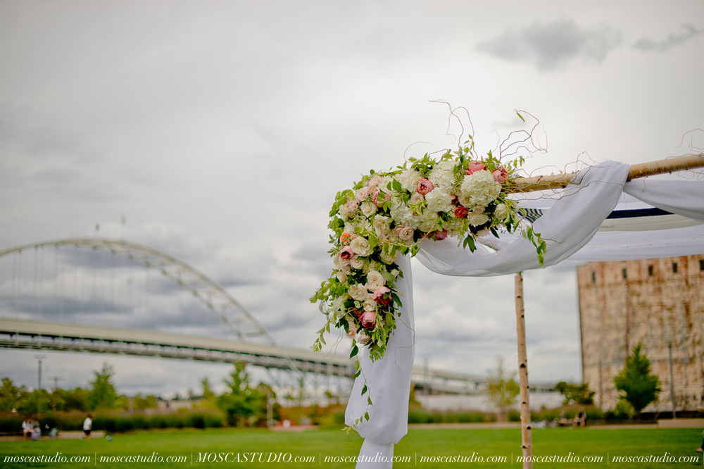 0047-MoscaStudio-Portland-Wedding-Photography-20150808-SOCIALMEDIA.jpg
