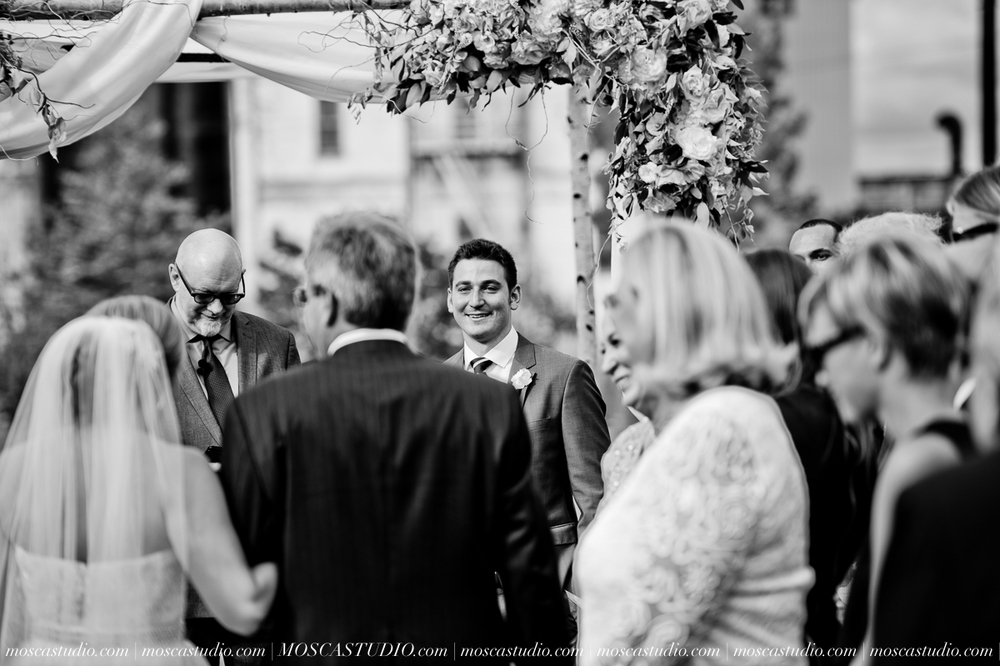 0071-MoscaStudio-Portland-Wedding-Photography-20150808-SOCIALMEDIA.jpg
