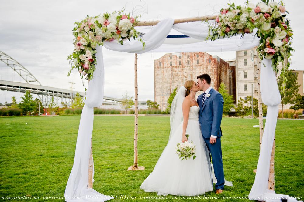 0101-MoscaStudio-Portland-Wedding-Photography-20150808-SOCIALMEDIA.jpg