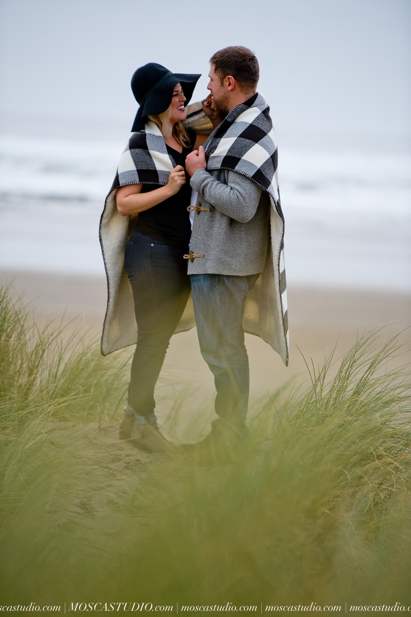00074-MoscaStudio-Oregon-Coast-Engagement-Session-20160625-SOCIALMEDIA.jpg