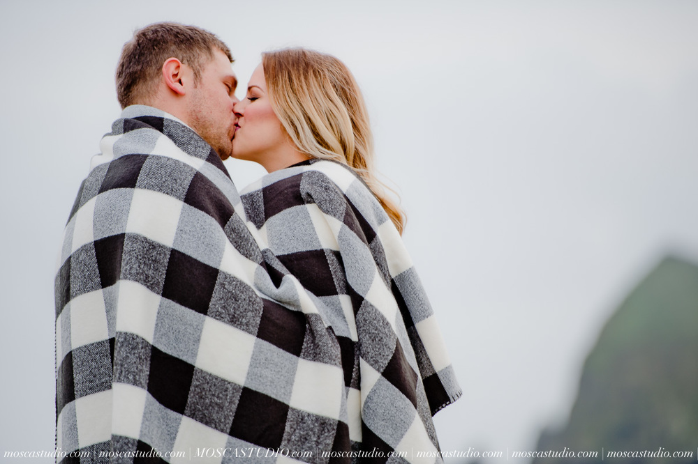 00084-MoscaStudio-Oregon-Coast-Engagement-Session-20160625-SOCIALMEDIA.jpg