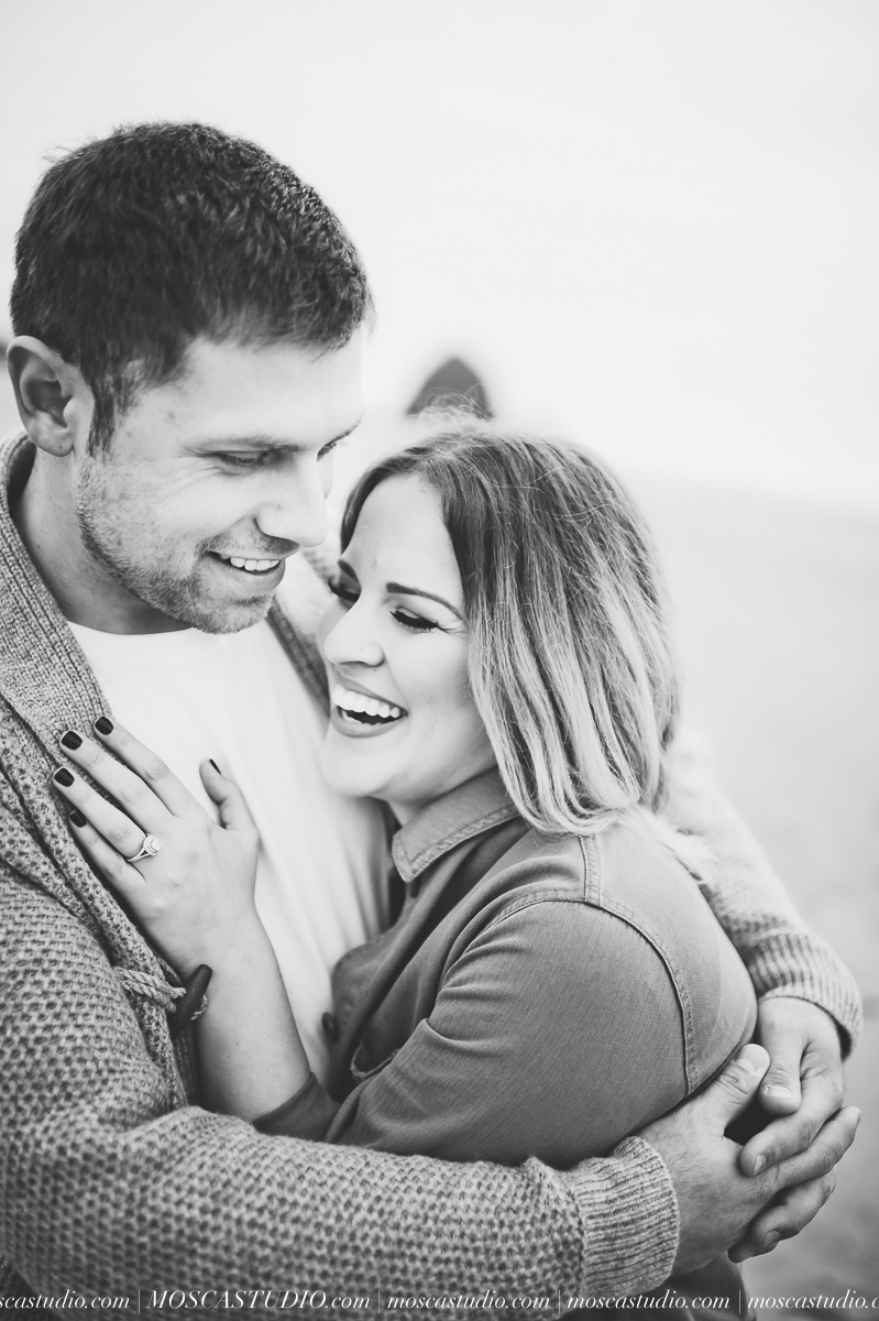 00088-MoscaStudio-Oregon-Coast-Engagement-Session-20160625-SOCIALMEDIA.jpg