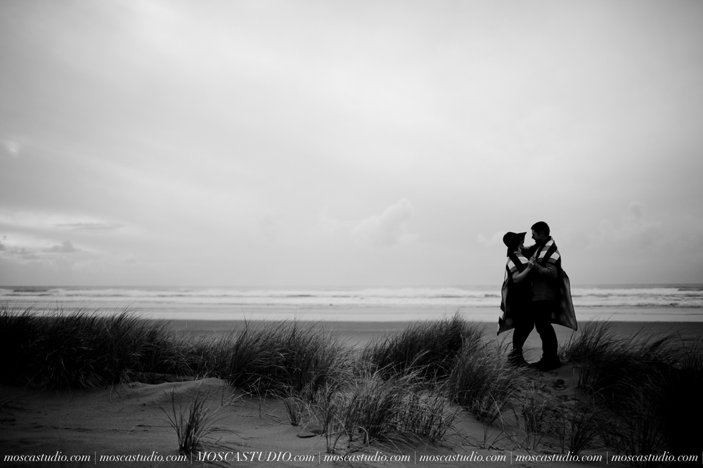 00166-MoscaStudio-Oregon-Coast-Engagement-Session-20160625-SOCIALMEDIA.jpg