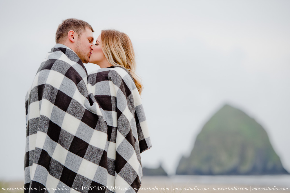 00180-MoscaStudio-Oregon-Coast-Engagement-Session-20160625-SOCIALMEDIA.jpg