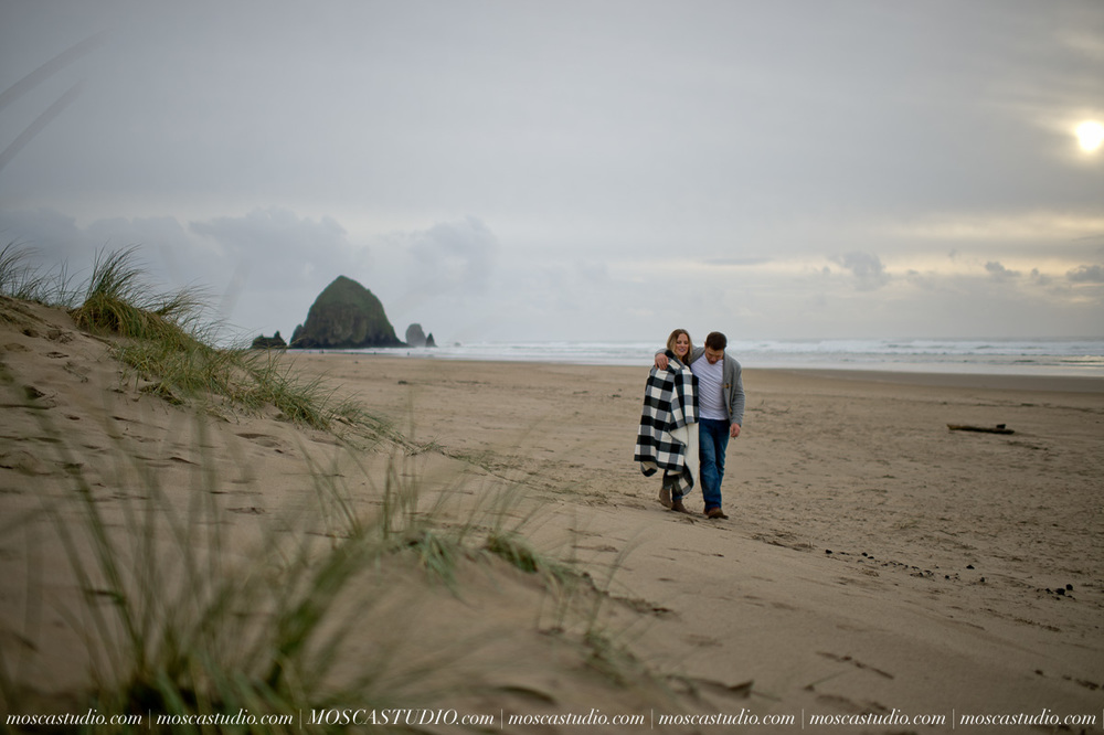 00207-MoscaStudio-Oregon-Coast-Engagement-Session-20160625-SOCIALMEDIA.jpg