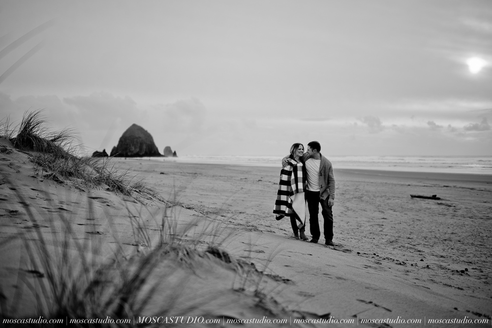 00210-MoscaStudio-Oregon-Coast-Engagement-Session-20160625-SOCIALMEDIA.jpg