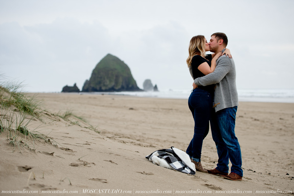 00212-MoscaStudio-Oregon-Coast-Engagement-Session-20160625-SOCIALMEDIA.jpg