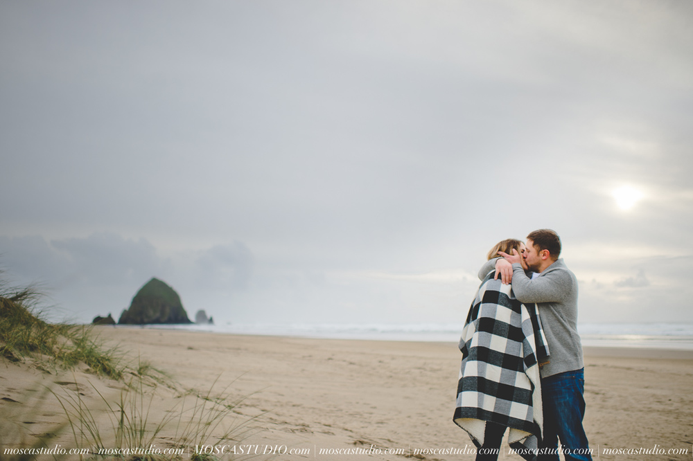 00216-MoscaStudio-Oregon-Coast-Engagement-Session-20160625-SOCIALMEDIA.jpg