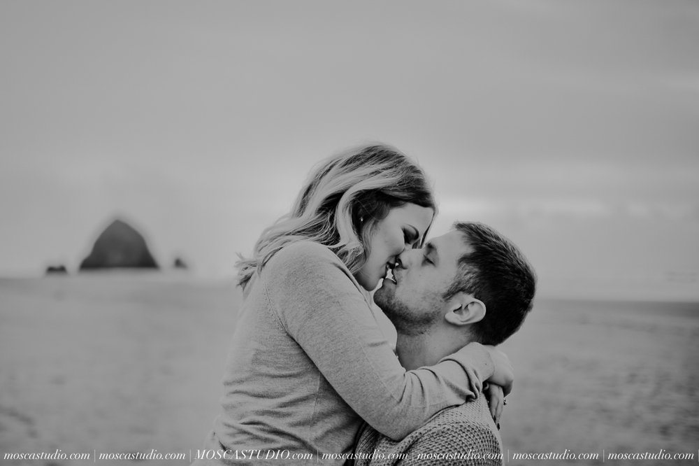 00227-MoscaStudio-Oregon-Coast-Engagement-Session-20160625-SOCIALMEDIA.jpg