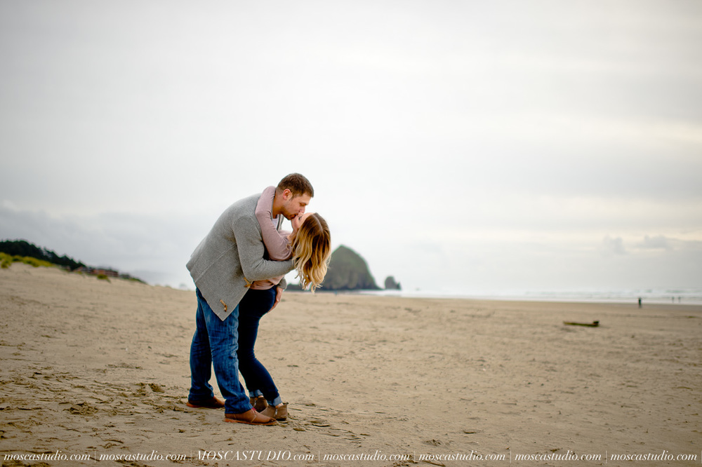 00246-MoscaStudio-Oregon-Coast-Engagement-Session-20160625-SOCIALMEDIA.jpg