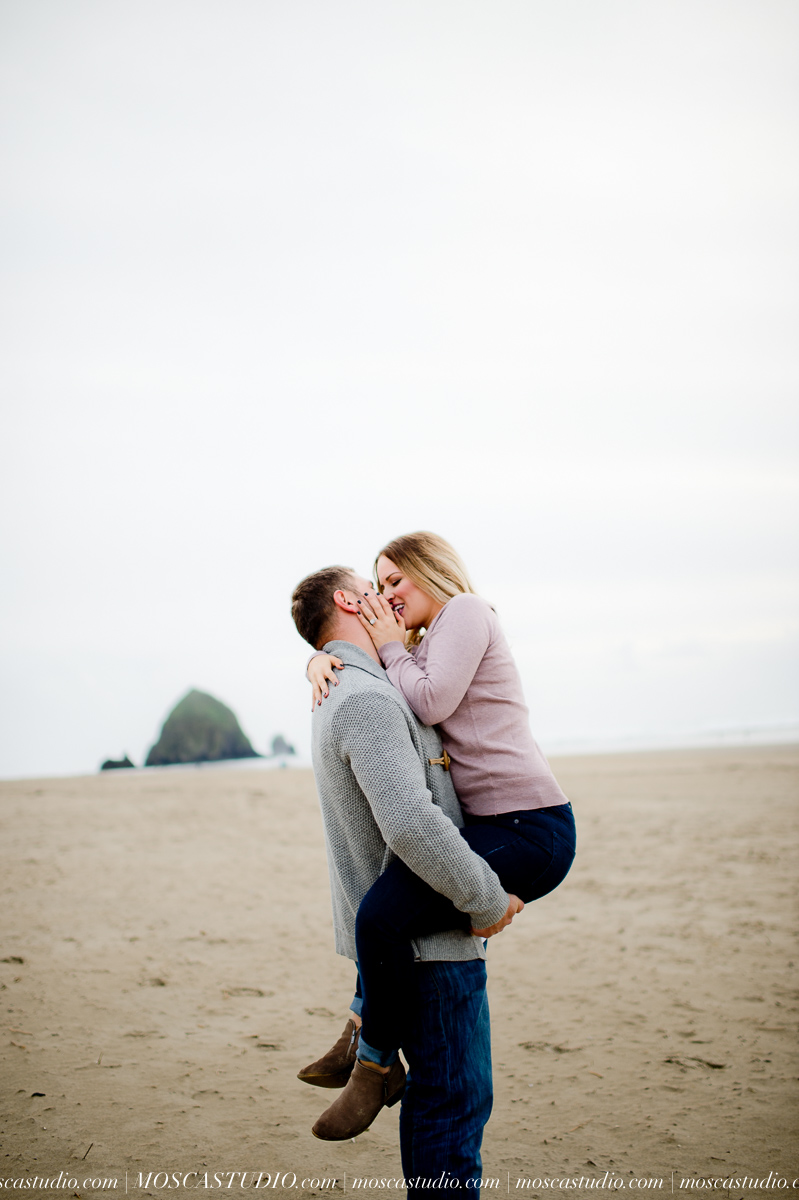 00254-MoscaStudio-Oregon-Coast-Engagement-Session-20160625-SOCIALMEDIA.jpg