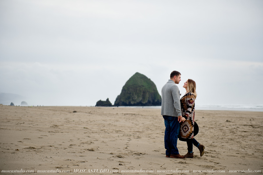 00281-MoscaStudio-Oregon-Coast-Engagement-Session-20160625-SOCIALMEDIA.jpg