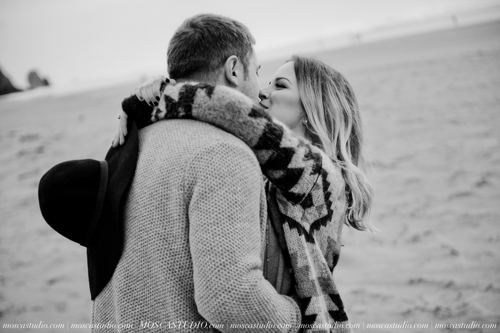 00286-MoscaStudio-Oregon-Coast-Engagement-Session-20160625-SOCIALMEDIA.jpg