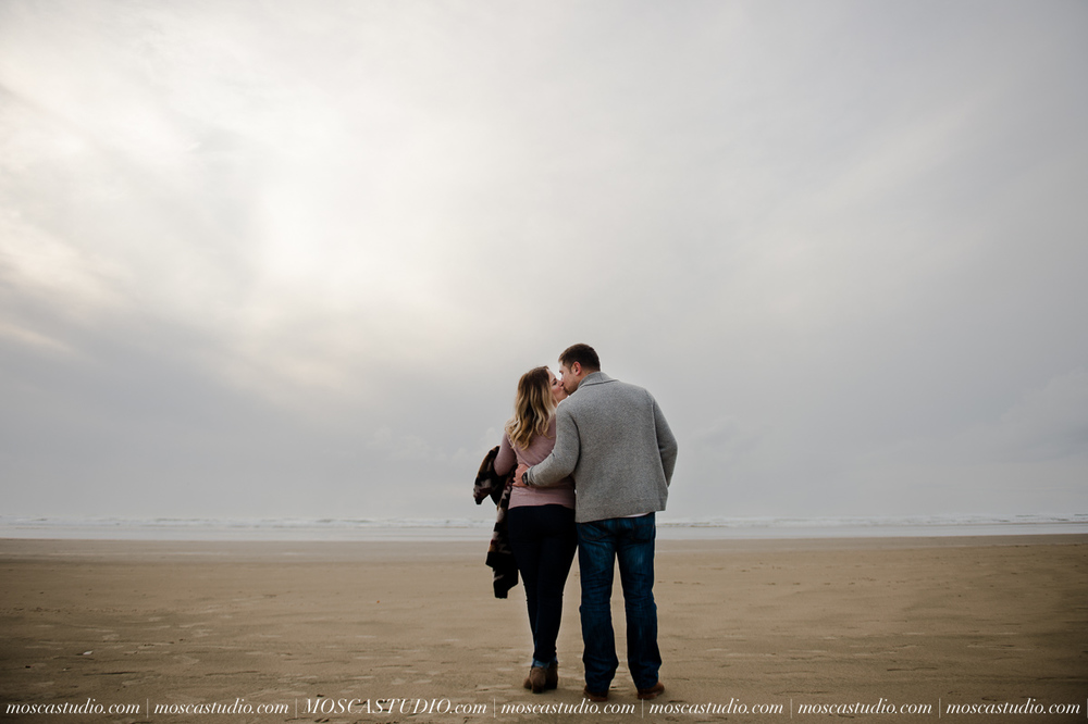 00292-MoscaStudio-Oregon-Coast-Engagement-Session-20160625-SOCIALMEDIA.jpg